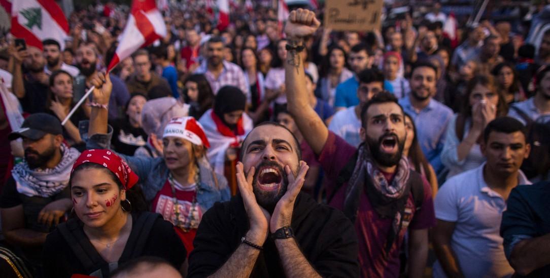 Beirut: Protest Anfang November gegen die Regierung im Libanon (Foto: pa/Yaghobzadeh)