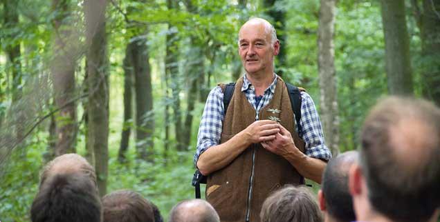Naturführer Michael Zobel bietet seit Jahren Waldspaziergänge im Hambacher Forst an. In einem offenen Brief fordert er die Landesregierung von Nordrhein-Westfalen auf, den Konflikt um den Hambacher Wald nicht durch eine Rodung erneut anzuheizen (Foto: naturfuehrung.com)