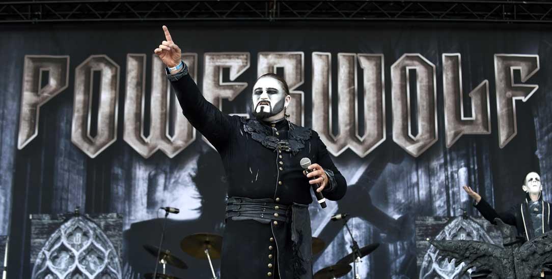 Ein Metal-Konzert wie eine Messe: Sänger Attila Dorn von der Band »Powerwolf« (Foto: pa/apa/Herbert P. Oczeret)