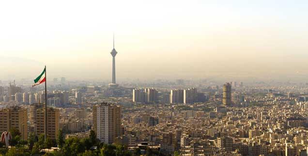 Teheran im Dunst: Wie wird die Regierung auf die permanenten Provokationen der USA reagieren? (Foto: istockphoto/Domicile Media)