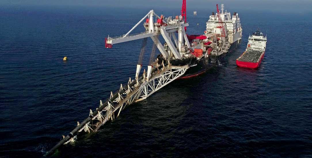Fast fertig: Die »Audacia« verlegt vor der Insel Rügen Rohre für die Gas-Pipeline Nord Stream 2 zwischen Russland und Deutschland. (Foto: PA/DPA/Bernd Wüstneck)