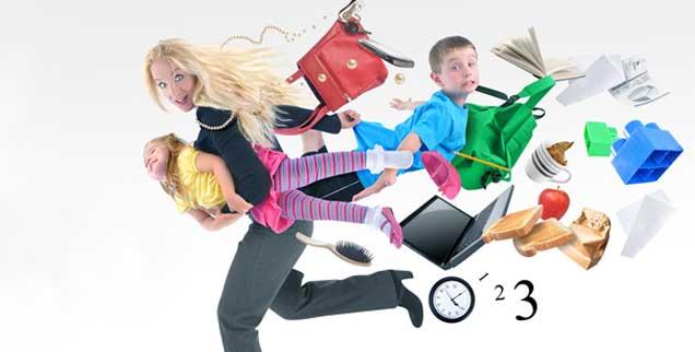 Sechs Hände müsste man haben, wenn man für die Familie da sein und sich um die eigene Berufstätigkeit kümmern will - vor allem Teilzeit arbeitende Frauen leiden unter dieser Doppelbelastung (Foto: HaywireMedia - Fotolia)