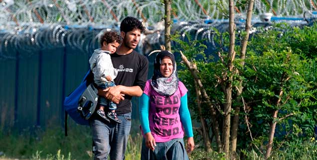 Eine geflüchtete Familie bei Kelebija an der serbisch-ungarischen Grenze: Wie lassen sich die Ursachen für die Flucht beseitigen? (Foto: pa/Ilic)
