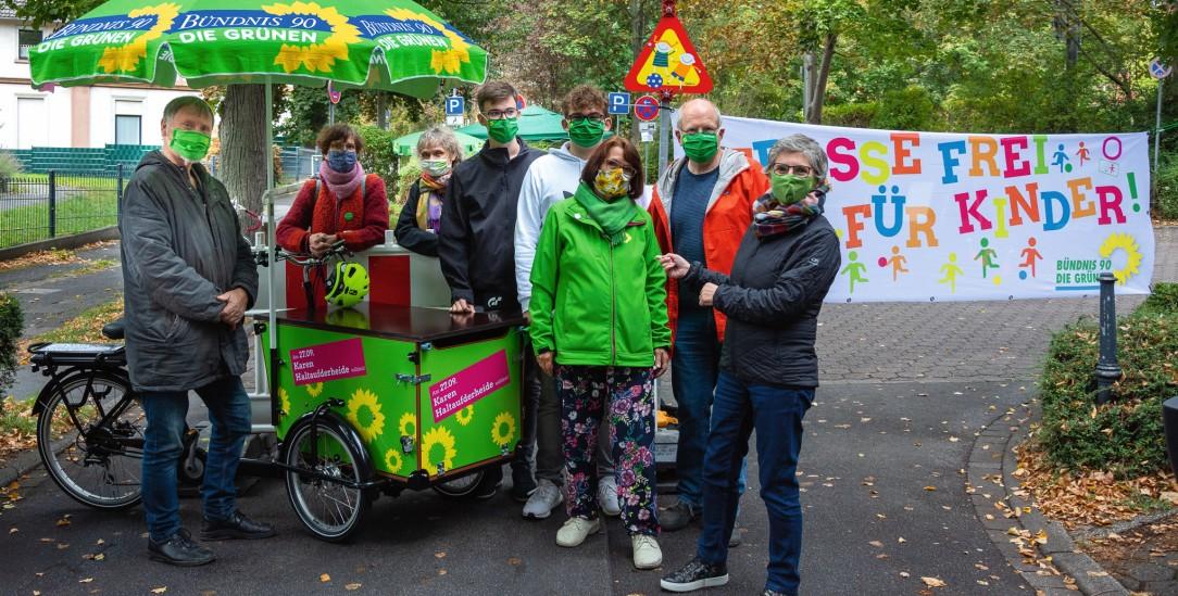 Engagiert sich in der Kommunalpolitik: Paul Schlenga (Mitte) beim Wahlkampf in Wetter im Herbst 2020 (Fotos: Norbert Klauke)