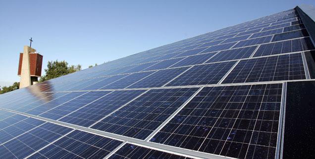 Die Kirchen kümmern sich durchaus um die Umwelt, sie sanieren energetisch Pfarrhäuser und schaffen Solaranlagen an, doch sie legen sich nicht mit den Mächtigen an, wenn es darum geht, den Kapitalismus zu zähmen (Foto: pa/dpa/Carmen Jaspersen)
