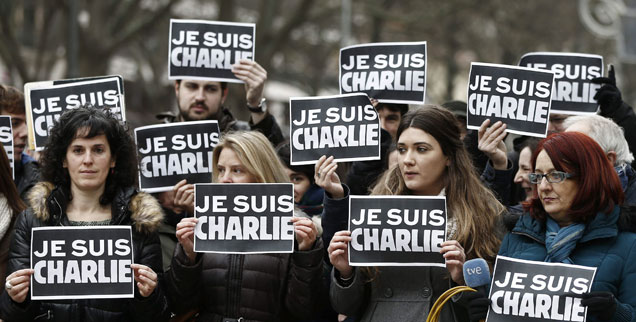 »Ich bin Charlie«: Spanische Journalistinnen und Journalisten zeigen Solidarität mit den Opfern von Paris. Nach dem Anschlag auf das Satiremagazin »Charlie Hebdo« ist europaweit das Entsetzen groß  (Foto: pa/dpa/Jesus Diges)
