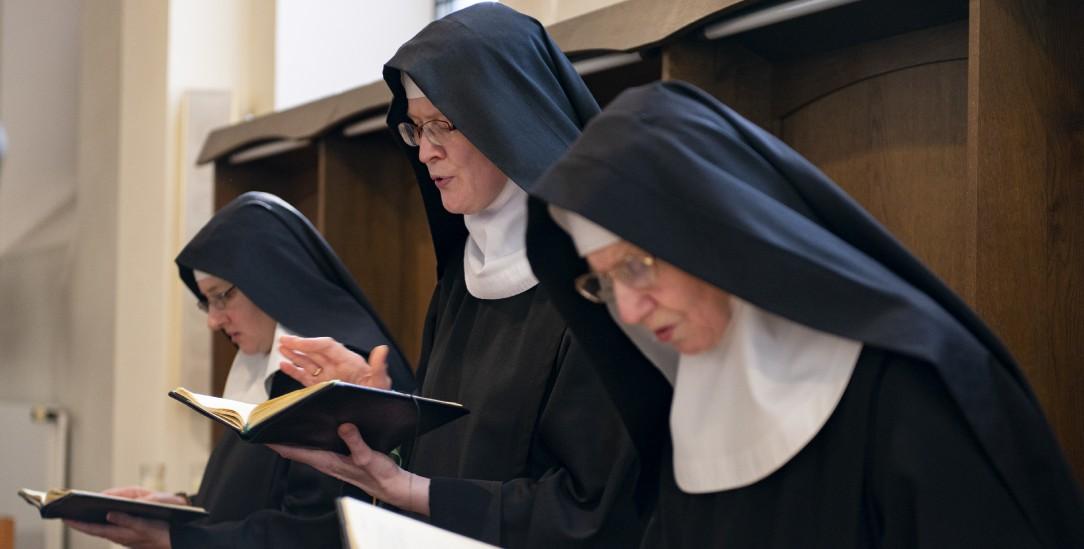 Dem Gebet soll nichts vorgezogen werden. Die Benediktinerinnen im Chorgestühl (Foto: von Brill)