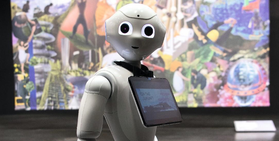 Auch für ihn ist die Zukunft neu: Roboter Pepper im Futurium (Foto: pa/von Jutrczenka)