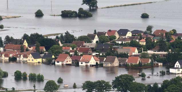Die zweite Hochwasserkatastrophe in Deutschland innerhalb von elf Jahren: Vorbote künftiger, noch viel schlimmerer Klimaveränderungen? (Foto: pa/Wolf)