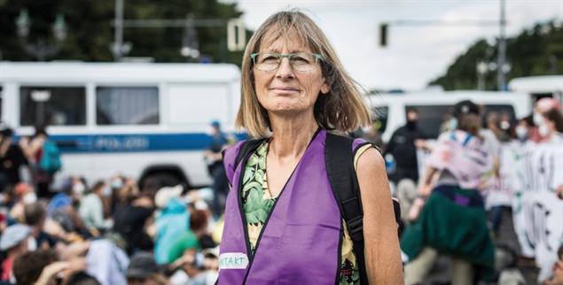 »Volle Kanne fürs Klima«: Renate Heurich hat sich früher pensionieren lassen, um sich für mehr Klima- und Artenschutz einzusetzen. (Foto: Stephan Pramme)