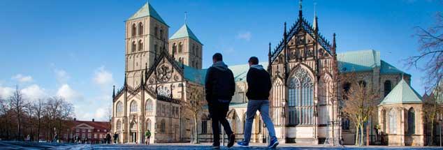 Der Domplatz in Münster, noch spätwinterlich: In der Metropole Westfalens findet vom 9. bis zum 13. Mai 2018 der Katholikentag statt. (Foto: pa/Kappeler)