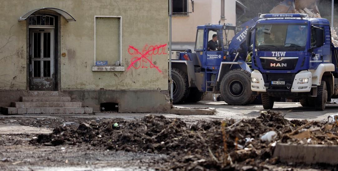 Schutt in einem vom Hochwasser betroffenen Ort in Westdeutschland (Foto: PA/Geilser-Fotopress/Hardt)