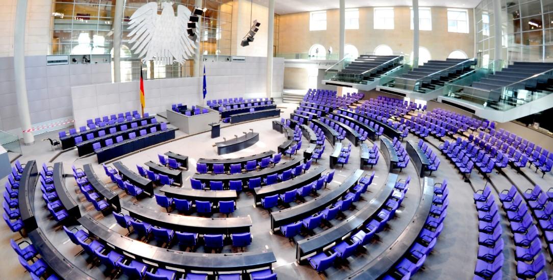 Braucht nach der Wahl noch mehr Stühle: Der Bundestag in Berlin. Der Grund sind Überhang- und Ausgleichsmandate. (Foto: pa/Hauke-Christian Dittrich)