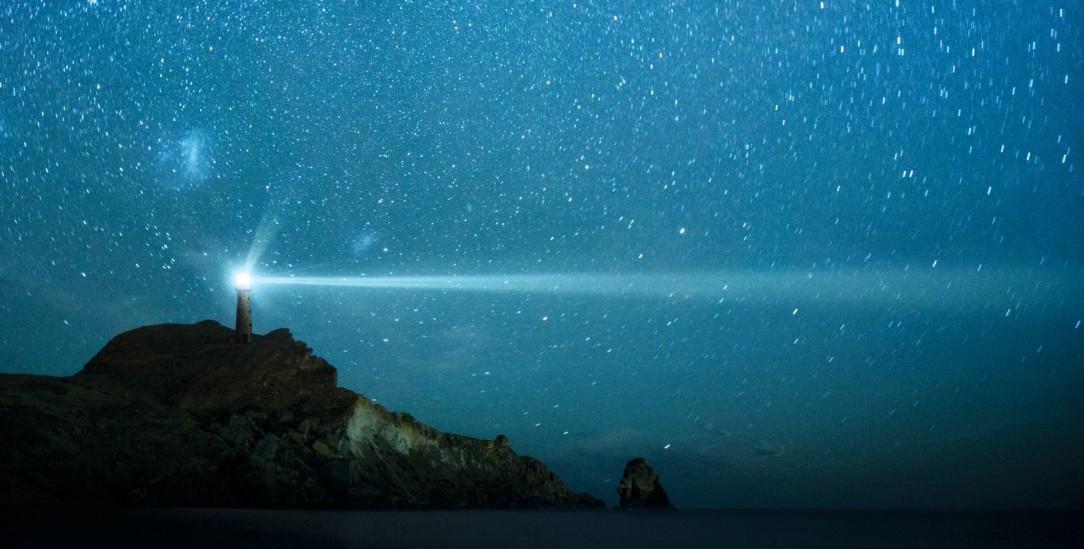 In der Krise scheint Wissenschaft wie ein Leuchtfeuer in der Dunkelheit (Foto: istockphoto/piskunov)