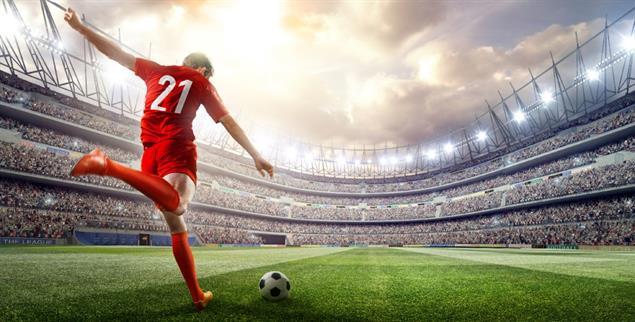 Fußball ist ein Millionen-Geschäft für Ligen und finanzstarke Vereine. Viele Fans sehen die Kommerzialisierung kritisch und fordern ein Umdenken. (Foto: istockphoto/Dmytro Aksonov)