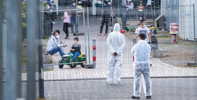 Eingesperrt mit dem Virus: In Flüchtlingsunterkünften ist das Ansteckungsrisiko hoch (Foto: PA/DPA/Marcel Kusch)