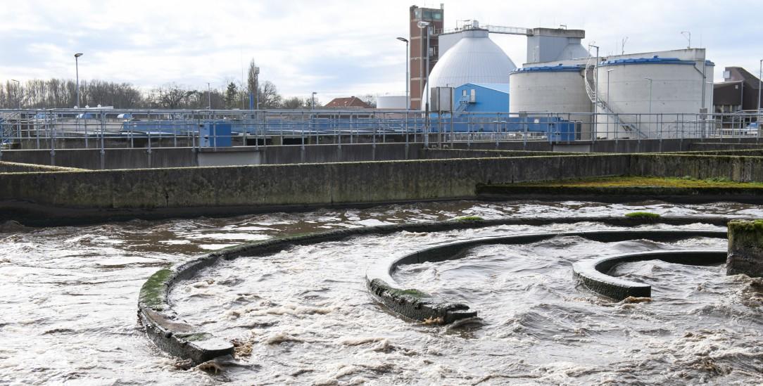 Wie wird diese schmutzige Brühe bloß wieder sauber? In der Kläranlage Osnabrück werden Abwässer von 170 000 Einwohnern entsorgt (Foto: von Brill)