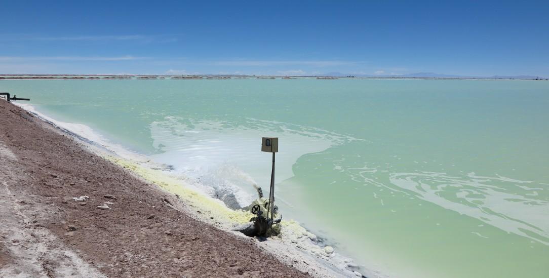Grundlage für den Batteriebau: Salzgewinnung in einer Anlage in Llipi, Bolivien (Foto: Knut Henkel)