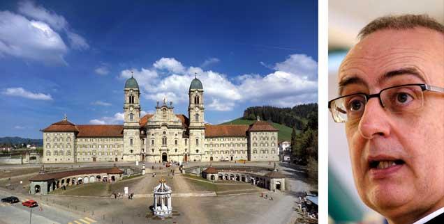 Kloster Einsiedeln in der Schweiz (links), hier war Martin Werlen (rechts) von 2001 bis 2013 Abt: Sein aktuelles Buch »Zu spät« rechnet mit den verpassten Chancen der Kirche ab. (Fotos: pa/dpa/Keystone Bally; privat)