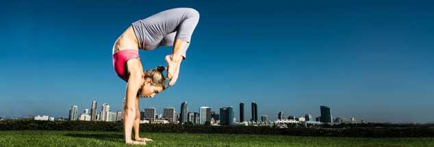 Yoga hat Hochkonjunktur, über elf Millionen Deutsche haben Erfahrung mit Yoga, aber was suchen und was finden sie da? (Foto: Corey Jenkins / Alamy Stock Photo)