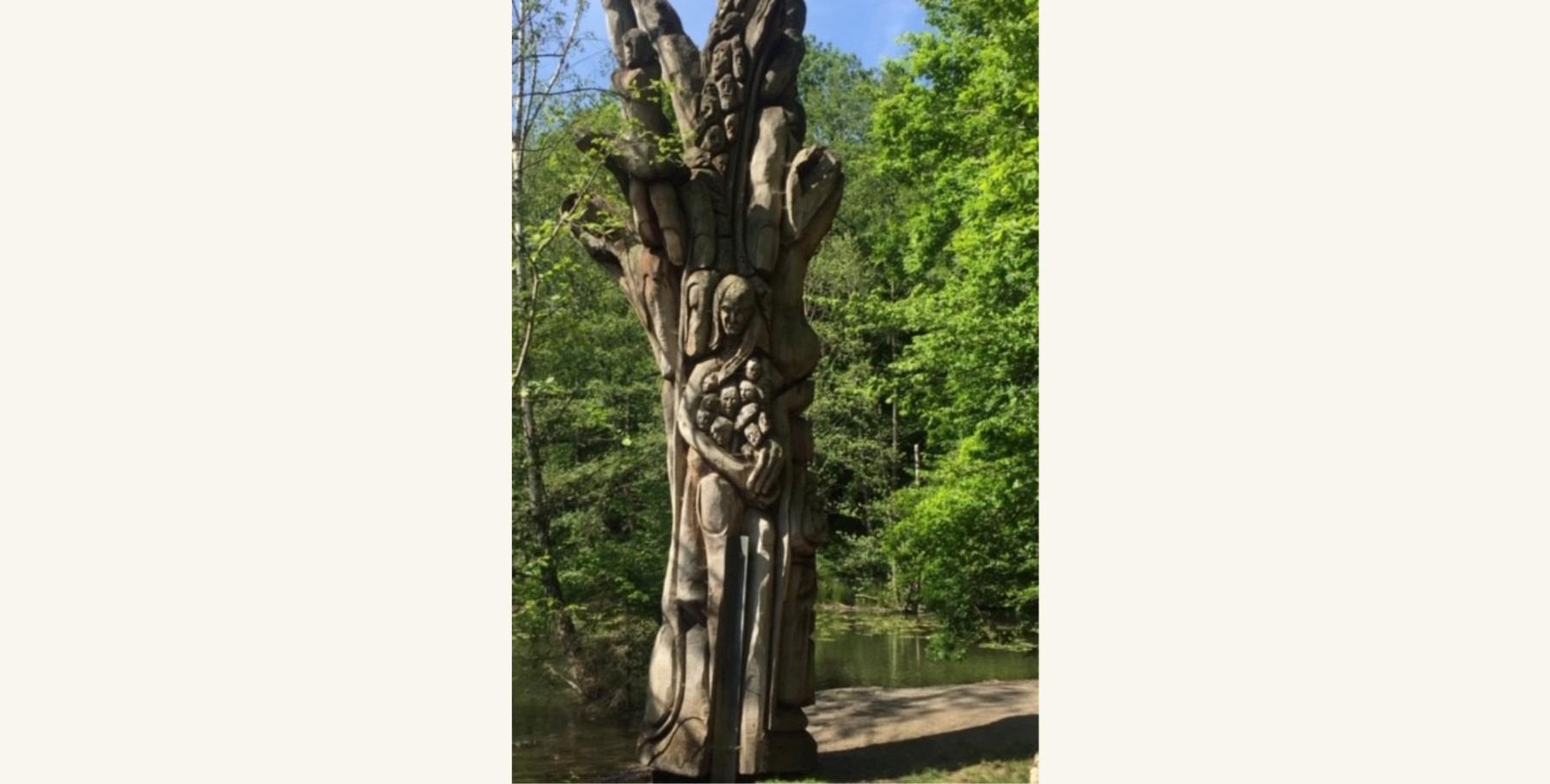 »Lebensbaum« von Mile Prerad. Das Kunstobjekt steht am Hexenteich in Menden/Sauerland. (Foto: Gisela Habekost)
