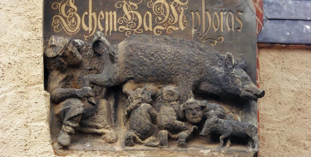 Streit über das Relief an der Wittenberger Stadtkirche (Foto: Posi66/Wikipedia)