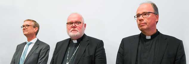Erschüttert von den Ergebnissen der Missbrauchsstudie: Kardinal Reinhard Marx (Mitte), Bischof Stephan Ackermann (rechts) und der Mannheimer Psychiater Harald Dreßing stellen die Untersuchung vor (Foto: pa/Dedert)