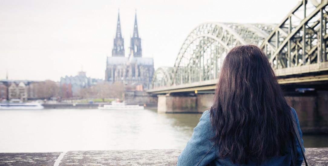 Kein Weg zurück: Die Distanz zur Kirche wächst auch bei vielen Gläubigen (Foto: Getty Images/iStockphoto/nullplus)