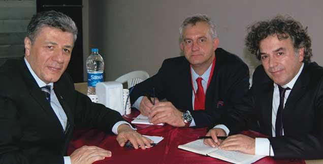 Der Journalist und Politiker Mustafa Balbay (links) wird von den Bundestagsabgeordneten Steffen Lemme (SPD) und Mehmed Kilic (Grünen) im Istanbulder Gefängnis besucht (Foto: © Büro Memet Kilic)