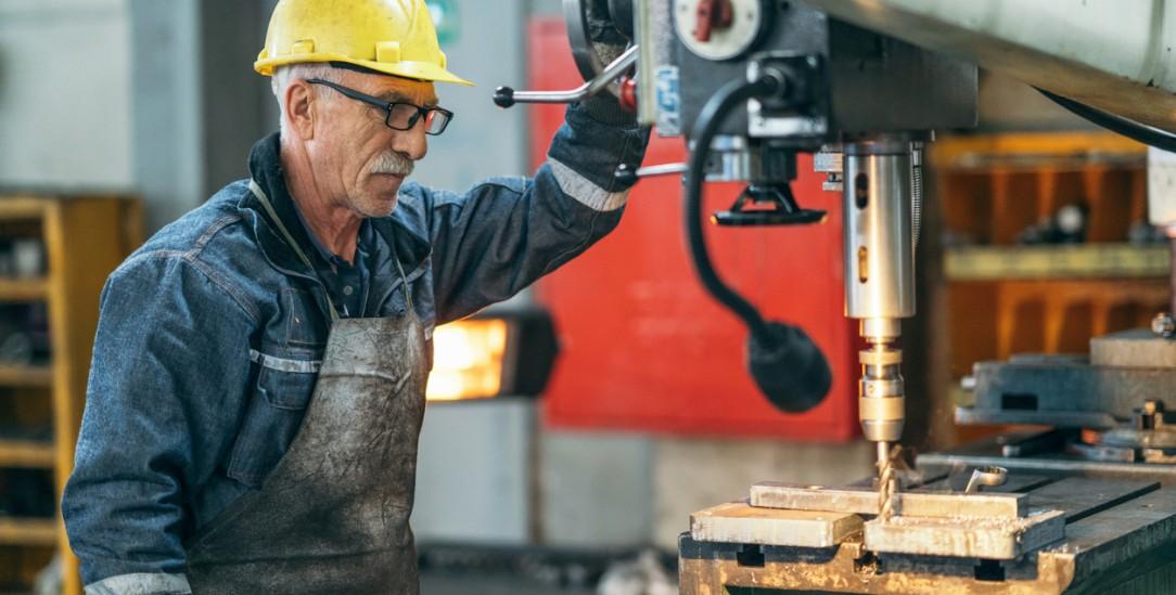 Schaffen bis zum 70. Geburtstag? Der Vorschlag von Ökonomen ignoriert die Belastung von körperlich arbeitenden Menschen (Foto: Getty Images/iStockphoto/RainStar)