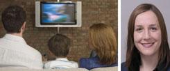 Die Familie vor dem Fernseher: Wie halten wir die täglichen schlechten Nachrichten überhaupt aus? Psychologin Constanze Beierlein (rechts) hält nichts von Aktionismus als Antwort auf Verzweiflung. (Fotos: pa/moodboard/John Rowley)