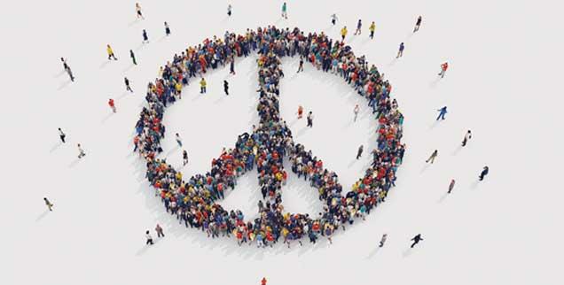 Leidenschaft für den Frieden: Der Pazifismus der Friedensbewegung wird gerne als idealistisch belächelt. Doch er ist eine politische und religiöse Kraft, die das Zusammenleben der Völker verändern kann (Foto: alphaspirit/Fotolia)