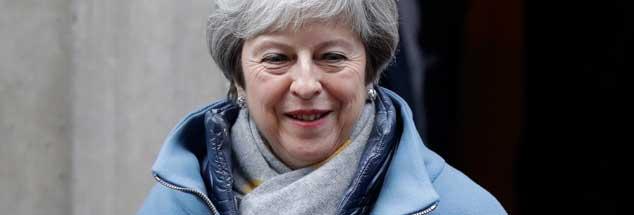Theresa May - am Montag in Downing Street - will nichts außer stur sein: Schon gar nicht weill sie ein zweites Referendum. Doch genau das wäre die Lösung, sagt Alexander Schwabe. (Foto: pa/AP/Wiggleswort)