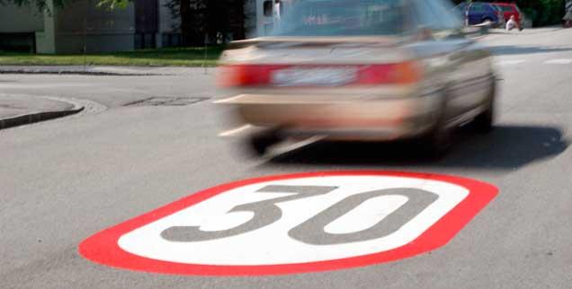 Tempo 30 soll in europäischen Städten die Regel, Tempo 50 die Ausnahme werden, so fordert es eine Bürgerinitiative, die ein Volksbegehren gestartet hat und noch bis zum 13. November Unterschriften sammelt  (Foto: pa/chromorange/Bilderbox)