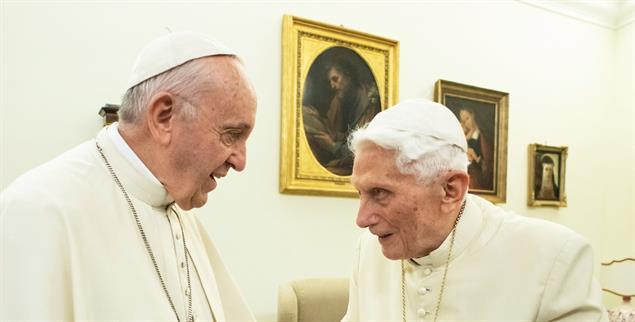 Franziskus und Benedikt: Kulturkampf im Vatikan (Foto:KNA)