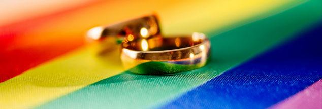 In der Evangelischen Landeskirche in Württemberg nach wie vor umstritten: Sollen Pfarrerinnen und Pfarrer homosexuelle Paare segnen dürfen? (Foto: iStock by getty/djedzura)