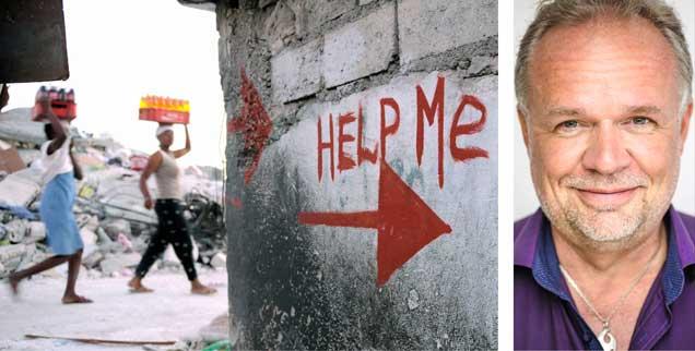 Hilfesuchende gibt es nach Naturkatastrophen, in Kriegen und Konflikten aller Art: Warum aber sind insbesondere Frauen nicht selten sexuellen Übergriffen der Helfer ausgesetzt? Kilian Kleinschmidt (rechts) hat eine Erklärung. (Fotos: pa/Shawn Stew; www.switxboard.net)