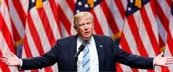 Am Tag vor dem Parteitag: Donald Trump spricht in New York. Er fühlt sich sicher - notfalls auch ohne die Partei, auf deren Ticket er bislang fuhr. Trump sinniert absichtsvoll über einen möglichen Alleingang als unabhängiger Präsidentschaftskandidat. Falls es nicht so läuft, wie er will ... (Foto: pa/Li Muzi)  |