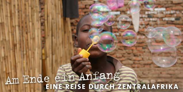 Zentralafrika ist von Bürgerkriegen, Hungersnöten und Völkermorden gezeichnet: Doch am Ende beginnt der Weg zu einem neuen Anfang. Thomas Seiterich folgt den Spuren der dunklen Vergangenheit in eine Zukunft, auf die die Menschen ihre ganze Hoffnung setzen. (Foto: pa/Ziser)