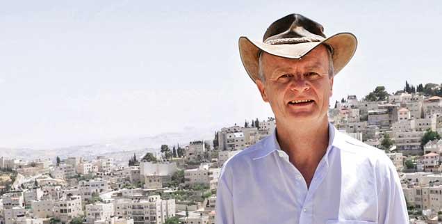 Dieter Vieweger ist Theologe und Archäologe. Nach jahrelanger Forschung in Jerusalem weiß er: Fast nichts ist genau an dem Ort zu finden, wo es der Überlieferung nach sein sollte. Zum Beispiel müsste man die Via Dolorosa aus der Zeit Jesu an anderer Stelle suchen, einige Meter unterhalb der Erde. (Foto: epd/Hill)