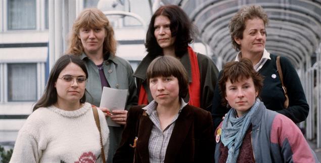 Das Feminat: Der weibliche Parteivorstand der Grünen 1984 (hinten: Waltraud Schoppe, Annemarie Borgmann, Erika Hickel; vorn: Christa Nickels, Antje Vollmer und Heidemarie Dann) (Foto: pa/Egon Steiner)