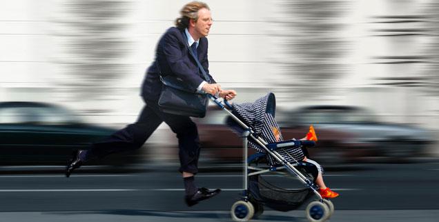Die Anforderungen an Eltern sind gestiegen, sie sollen in Beruf und Familie gleichermaßen funktionieren (Foto:Fotolia)