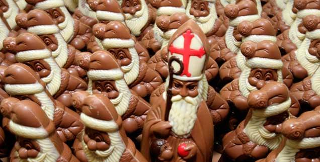 Heute ist Nikolaustag: Ein Grund zur Freude, auch wenn die Schoko-Männer, die in Erinnerung an einen mildtätigen Bischof der Antike verschenkt werden, nicht immer unter den besten Bedingungen entstehen. (Foto: pa/Kneffel)