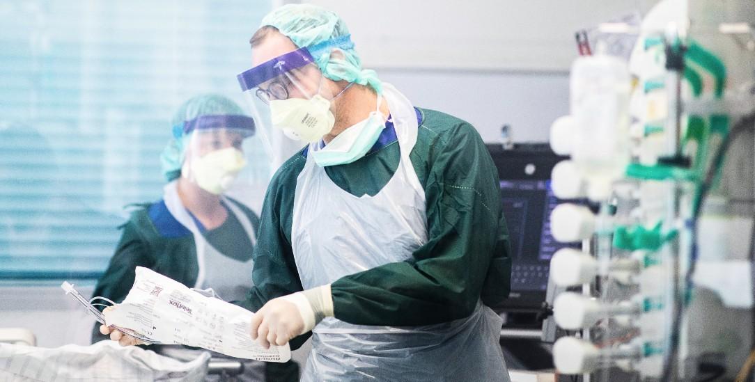 Sie versorgen Corona-Patienten: Medizinisches Personal auf der Intensivstation des Uniklinikums Essen (Foto: pa/dpa/(Foto: pa/dpa/Marcel Kusch)