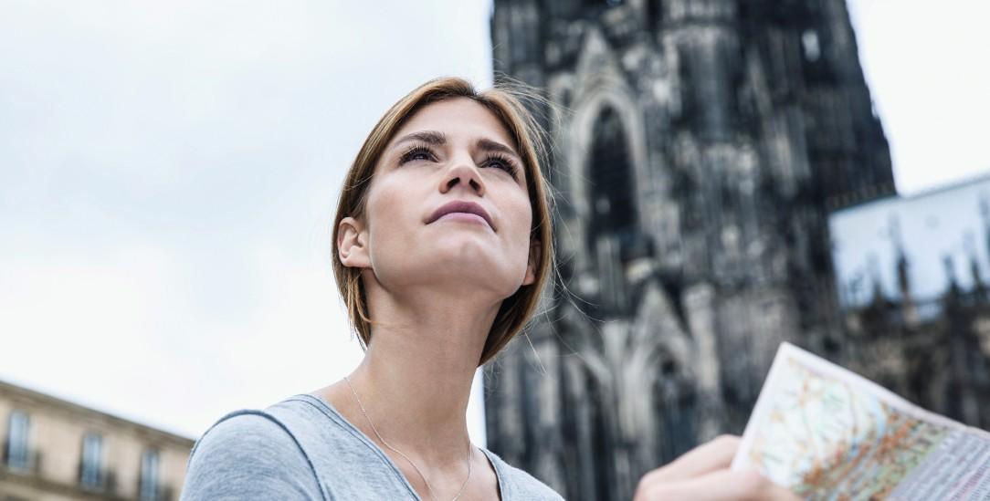 Wo gehts hier nach oben? Frauen können in der katholischen Kirche aufsteigen, aber nicht überallhin (Foto: pa/Westend61/Kirchherr)