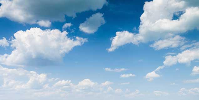 Ist der Kern des Christentums der Glaube an eine Erlösung im Himmel? Der Theologe Andreas Benk widerspricht und meint, dass die Jenseitserwartung den Blick auf das Wesentliche sogar verstellen kann, Jesus sei es vielmehr um diese Welt und eine radikale Umkehrung ungerechter Verhältnisse gegangen (Foto: klagyivik/Fotolia)