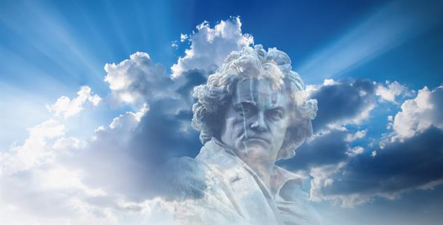 Komponierte Himmelsleitern: Ludwig van Beethoven war ein musikalischer Revolutionär (Fotos: istockphoto/fotomarekka; istockphoto/Trifonov_Evgeniy)