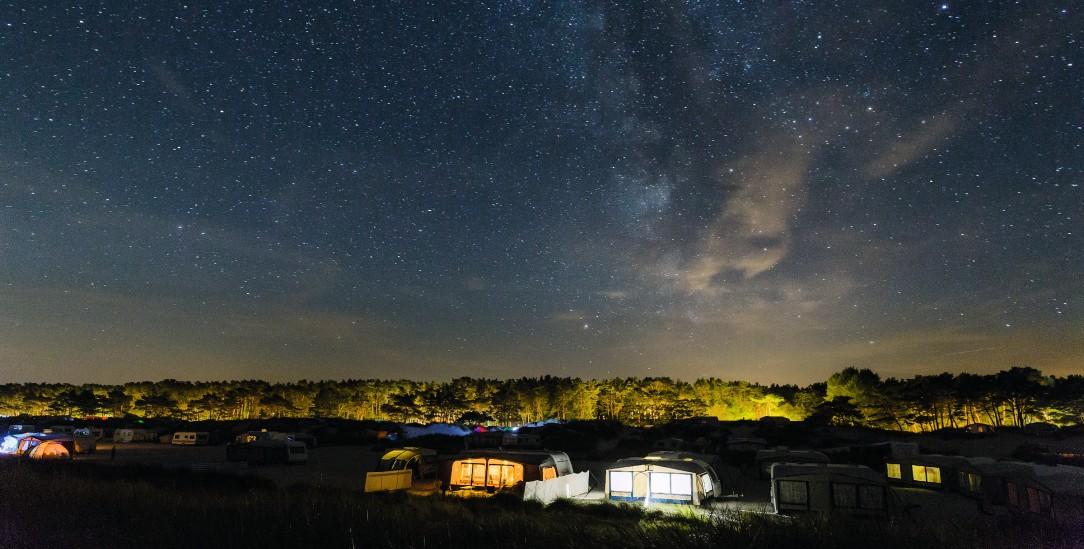 Ein Campingplatz, furchtbar spießig. Aber da war der Süden. Und Camper und All wurden eins. (Foto: istockphoto/Eckehard Wolf)