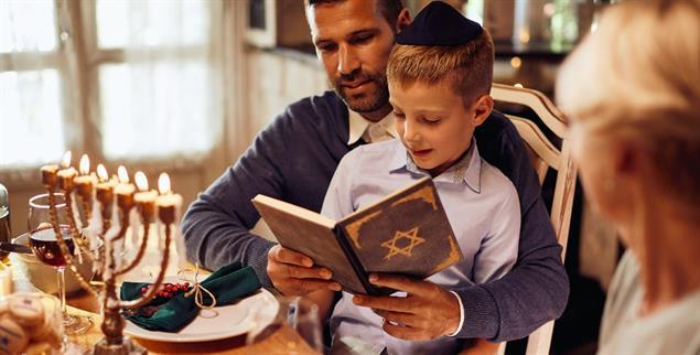 Der Vater ist religionsrechtlich unerheblich: Zugehörigkeit zum Judentum wird über die Mutter tradiert(Foto: istockphoto/Drazen Zigic)