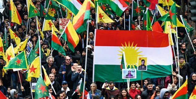 In Köln demonstrierten im Oktober in Solidarität mit den Kurden rund zehntausend Menschen. Auch zahlreiche Bundestagsabgeordnete aller Parteien (außer der AfD) nahmen teil (pa/Krick)